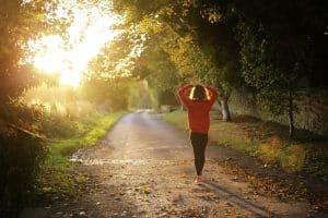 Un Sourire aux Lèvres / 20 minutes de marche quotidienne pour diminuer la prise de médicaments pour gérer la douleur