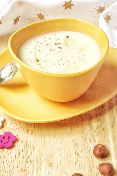 Envie d'une petite douceur sans gluten, sans lactose et sans oeuf, validée pour le Carême ? Si vous vous faisiez une petite soupe de chou-fleur ? Pas convaincu par le côté chou-fleur ? Testez donc cette recette, et votre avis sur ce légume sera tout chamboulé ! #vegan #sansgluten